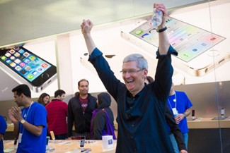 Tim Cook in the Apple Store