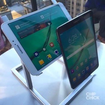 Samsung Galaxy Tab S2 in two sizes
